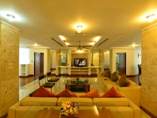 Luxury 3 bedroom Apartment on Posh Sukhumvit - your home away from home, Bangkok