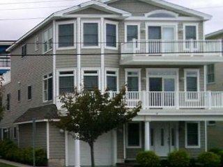 5 Br, Beach Block, 3-story Home,Open floor plan,  Pristine!!!!