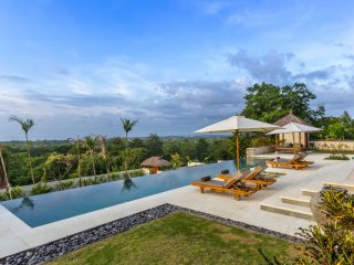 Bayu, luxury 6 Bedroom Villa, car + driver, magnificent ocean views, Uluwatu