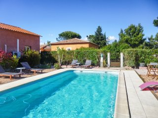 Sunny house with a swimming pool, Castelnou