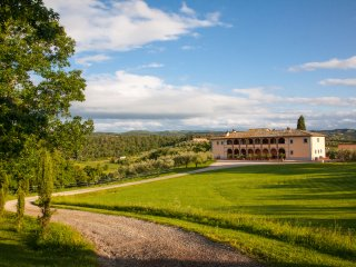 Incredible, large Tuscan villa boasts jacuzzi, private outdoor pool, billiard room, tennis court, tripadvisor Certificate of Excellence, Sinalunga