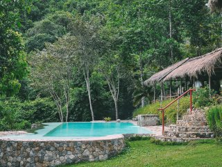 Farm Retreat House w/ Pool by a Mountain River, Cebu City