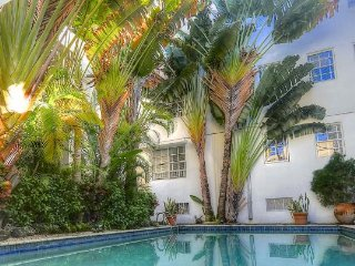 Miami Beach - The Raleigh: pool and private garden, just 2 blocks to beach !