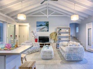 Martinique - Villa-on-The Rock: modern design villa on the beach