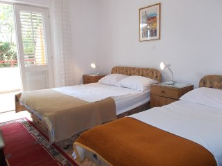 Apartment for 6-8 pax- ideal for group or families, Hvar