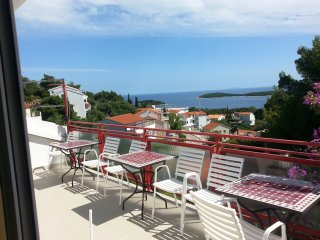 3 bedroom apartment for 10 pax with nice seaview