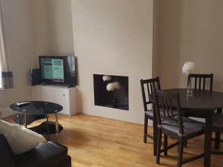 Modern and cosy flat near city center, London