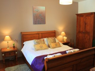 Orchid Barn, luxury holiday cottage Brittany with TOTALLY PRIVATE garden