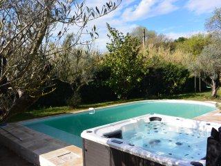 LA CRAU - Villa luxueuse avec piscine et spa, La Crau