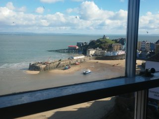 Beautiful flat with views of the sea and harbor, Tenby