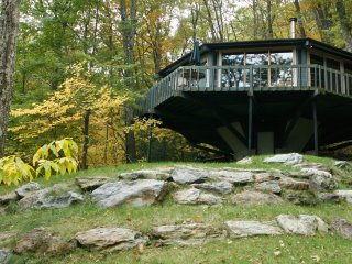 S. Berkshires Mountain Treehouse • Views • Privacy, Great Barrington