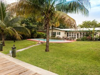 Charming, Las Olas Home On Intercostal!!!