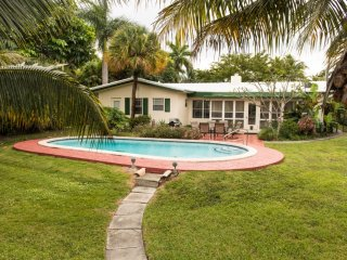 Intracoastal Pool Home steps to Beach & Las Olas