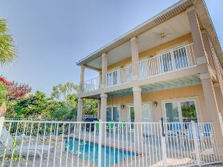 Relaxing Coastal Theme 5 bedroom 4.5 bath with Private Pool!, Miramar Beach