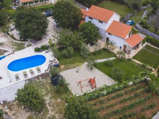 Villa for 14 people, heated pool n. Trogir, Prgomet