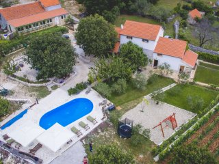 Heritage Villa for 14 people, heated pool n. Split