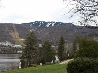 Mont-Tremblant Pinoteau Condo facing Lake