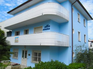 """""""VILLA SERENA"""" casa vacanze per famiglie e gruppi, Lignano Sabbiadoro"""
