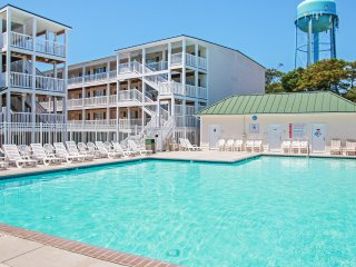 Breezy 2BR Oak Island Condo w/Ocean Views!