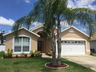 Luxury 4 bd near Disney - pet friendly - free WIFI, Kissimmee
