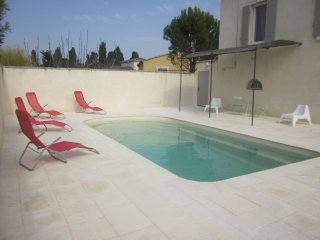 Maison climatisee 3 chambres 2 SDB piscine jardin