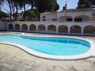 Agréable villa6p , jardin, piscine pour 6 maisons, L'Escala