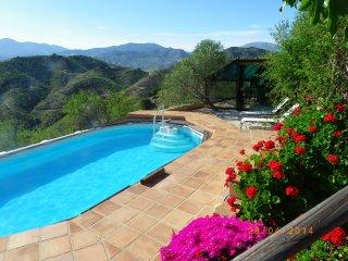 Ultimate Relaxation Tonic, hot tub under stars !, Alora