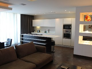 Luxury 3 Bedroom A/C Side Seawiew Apt FREE Wifi L5, Sliema