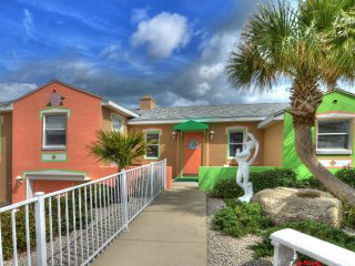 Gorgeous, Colorful 2 Bd/2Bth Beach House Directly on Ocean, Daytona Beach Shores