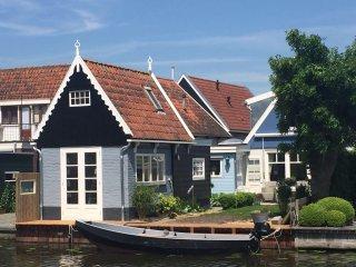 Idyllische huis langs de waterkant van Edam