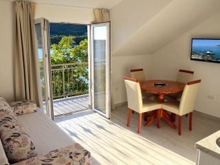 Comfortable apartment with sea view LEMON, Milna