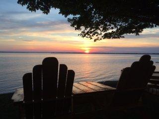 Lake Champlain Sunsets-Cottage style Gem.