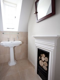 Ensuite shower room with Arts & Crafts features.
