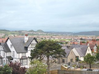 Ideally located Victorian villa, Llandudno town, great views, sleeps 7.