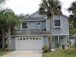 Sea Colony, 3 Bedroom, 2 1/2 Bath, Pool, Clubhouse, WIFI, and so much more, Palm Coast