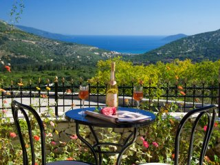 Quiet Cottage With Stunning Mountain And Sea Views, Makriotika