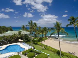 Wailea Beachfront 2BR Condo, Walk to Hotels/Restau