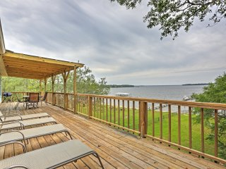 New Listing! Waterfront 3BR Lillian House w/Wifi, Large Private Deck & Expansive Waterfront Views - Incredible Location w/Access to Pool & Hot Tub!