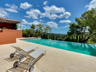 Beautiful modern villa with panoramic sea view, Grimaud