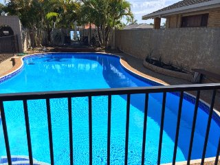 Waterfront, beach close by, 5 bedrooms, sleeps 12.