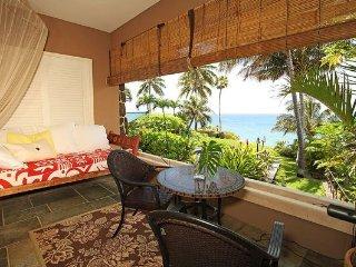 Shimmering Oceanside Villa, Honolulu