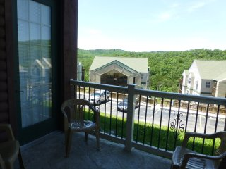 LUXURY ACCOMMODATIONS -- next to SILVER DOLLAR CITY!