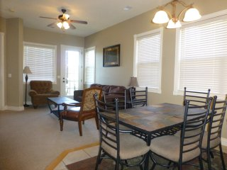 Luxury 2 Bed // 2 Bath Next to Silver Dollar City!, Branson