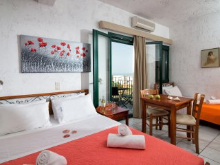 Cozy Studio in Hersonissos Center!, Heraklion Prefecture