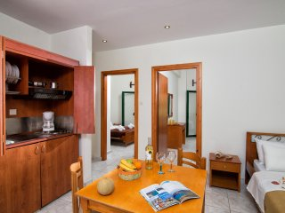 Central Cozy Apartment 150m from sandy beach!