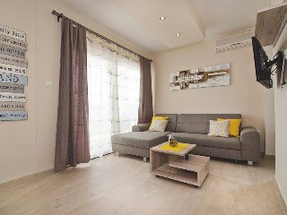 Beautiful apartman for 6 people in Tisno