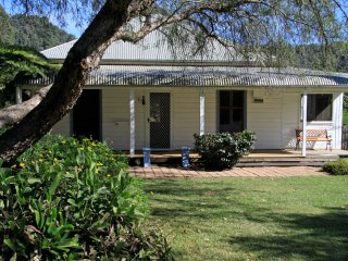 Flame Tree Cottage | Self contained country house, Taree