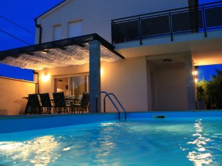 Villa Divina with heated outdoor swimming pool, Pula