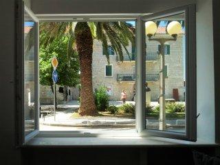 Sea-side Apartment near Split & Airport