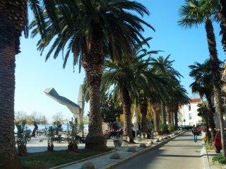 Sea-side Apartment near Split & Airport, Kastel Kambelovac